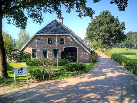 Prachtige boerderijwoning met goed renderende minicamping te koop in sleen